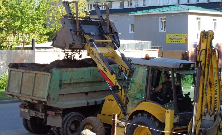 Погрузка грунта трактором в Электростали